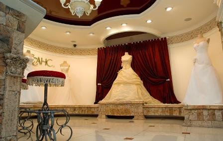 Интерьер свадебного салона - Дизайн. спальня в мансарде фото